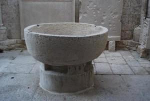 Molfetta - il Duomo, 12th Century font