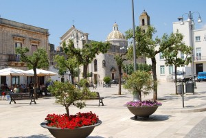 San Michele Salentino - la Piazza Marconi
